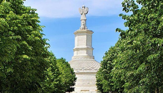 """Foto: Monumentul triumfal """"Tropaeum Traiani"""" își așteaptă vizitatorii"""