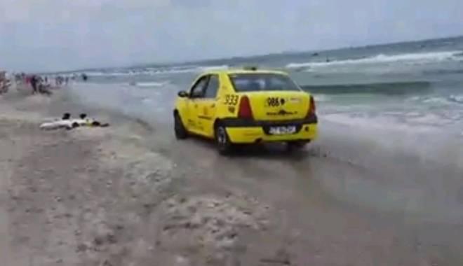 Foto: VIDEO! Tupeu de taximetrist constănțean!  Plimbare cu mașina, chiar pe plajă, pe malul apei