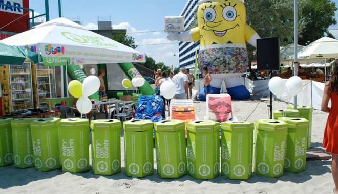 Foto: Turiștii sunt premiați pentru dozele  de aluminiu colectate pe plajă