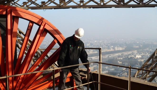 Foto: Un lift al Turnului Eiffel a căzut în gol