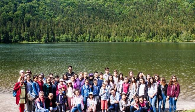 Foto: UDTR a organizat prima tabără de limbă maternă. Olimpicii au avut prioritate
