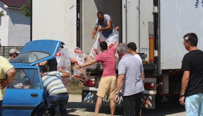 Foto: UDTR a împărțit pachete cu carne familiilor nevoiașe de etnici turci