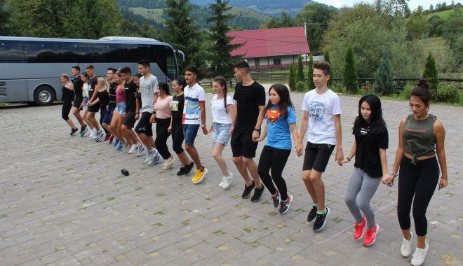 Foto: Tinerii dansatori de la UDTR s-au antrenat în tabără, la Suceava