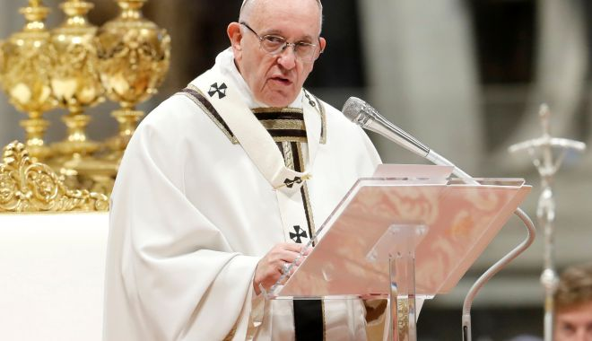 Foto: Ultraconservatorii catolici solicită înlăturarea Papei Francisc