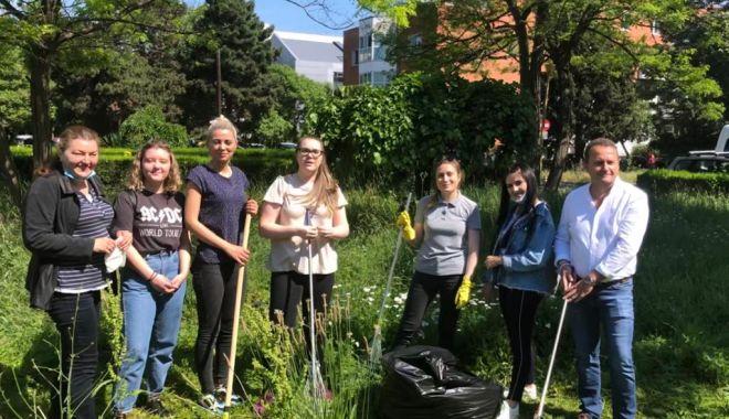 Pentru un oraș curat! Acțiune voluntară de ecologizare la Universitatea Maritimă Constanța - umc4-1623153250.jpg