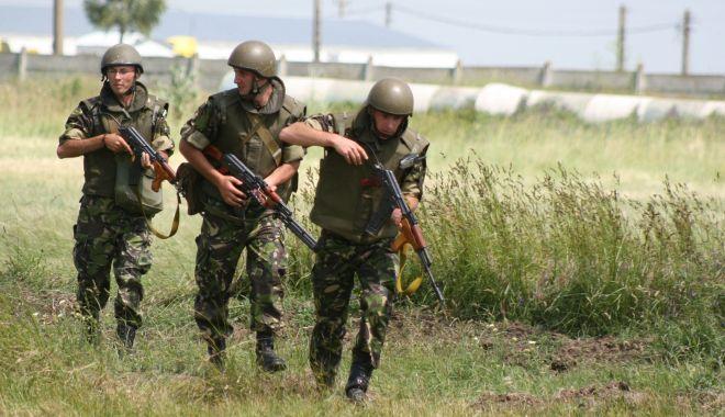 Foto: Unități militare în buricul târgului. Ce spuneți despre relocarea lor?