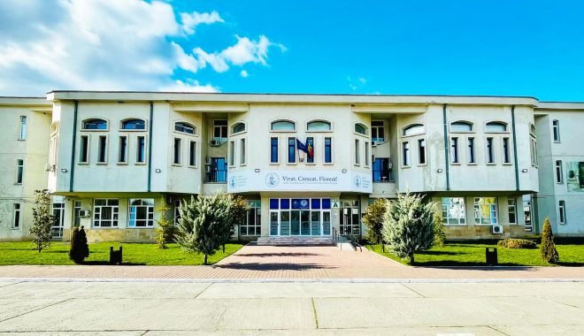 """Lansare de carte la Universitatea """"Ovidius"""" din Constanța - univer-1631776489.jpg"""