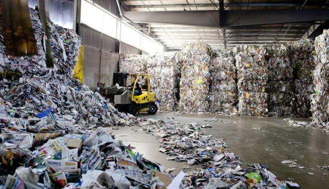 """Universitatea """"Ovidius"""" sprijină populaţia să recicleze hârtia - universitatea-1616092890.jpg"""
