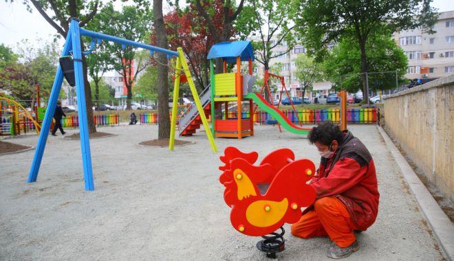 Administrația locală a amenajat un nou loc de joacă, în Piațeta Far - unnoulocdejoaca-1589822282.jpg