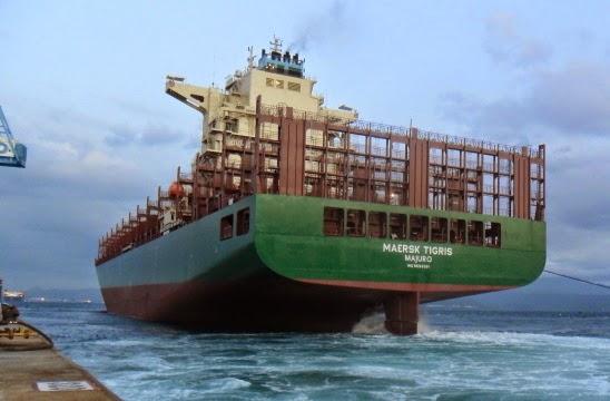 Foto: Un portcontainer cu 6 români la bord a fost capturat de armata Iranului. S-au tras focuri de armă!