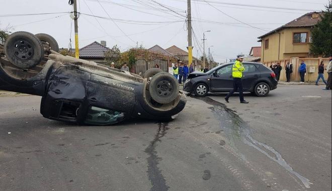 Foto: GRAV ACCIDENT RUTIER, la Constanța. Două victime, după ce o mașină s-a răsturnat