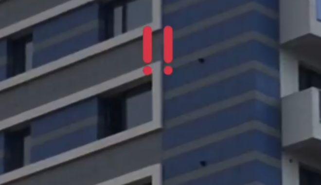SCENE SCANDALOASE LA CONSTANȚA! Un individ inconștient arunca bolovani, de la etajul 8 - untitled-1541755746.jpg
