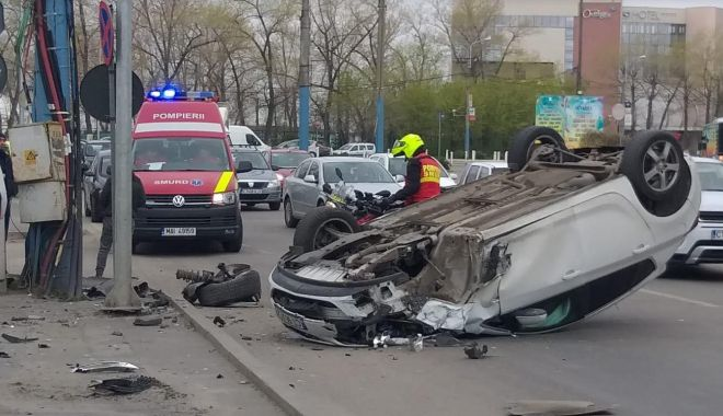 Foto: UPDATE - Mașină răsturnată, în stațiunea Mamaia