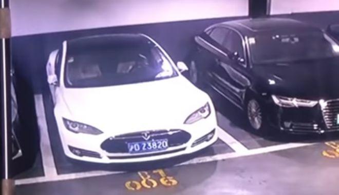 Foto: VIDEO. Momentul în care o mașină Tesla explodează brusc într-o parcare