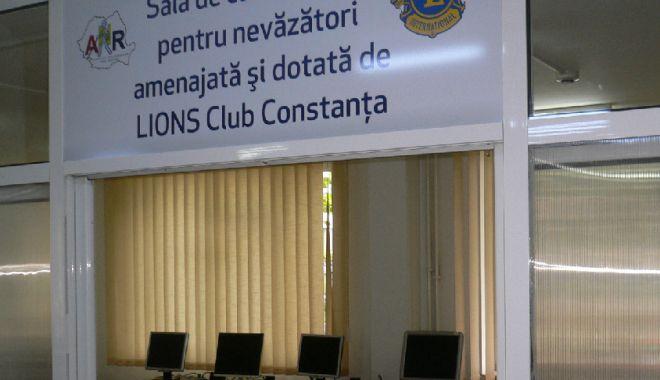 Calculatoare special adaptate pentru nevăzători, donate de Lions Club Constanța - untitled-1571129999.jpg