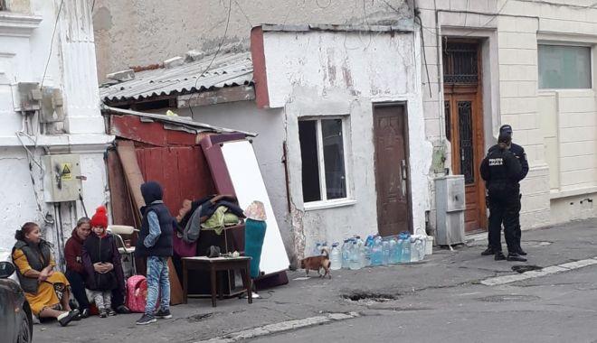 UPDATE. EVACUARE în centrul Constanței! Zeci de locatari ilegali, printre care și copii, scoși în stradă! - untitled-1574155955.jpg