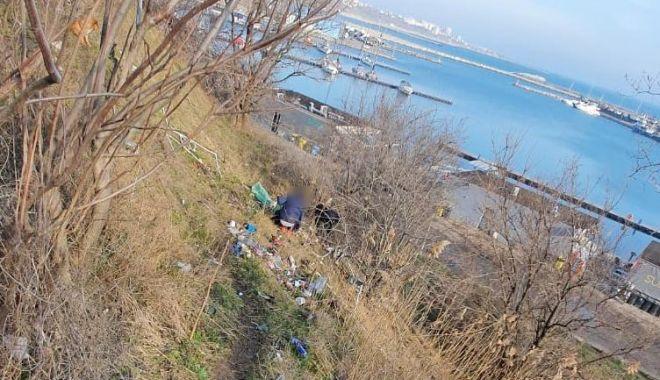Prins de poliţişti în timp ce arunca gunoi pe faleza de la Portul Tomis - untitled-1614865978.jpg