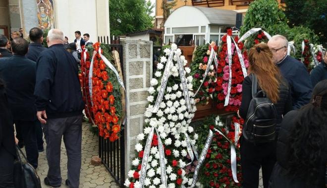 GALERIE FOTO. Puhoi de lume la slujba de înmormântare a fostului primar Ion Ovidiu Brăiloiu - unu-1496997763.jpg