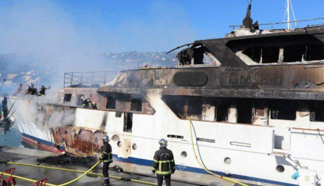 Un yacht de lux a fost devastat de un incendiu, la Cannes - unyachtdeluxafostdevastat-1539519100.jpg