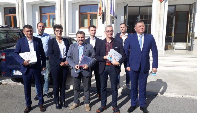 USR-PLUS a depus listele pentru alegeri. Stelian Ion și Remus Negoi, primii pentru Parlament - usrlisteparlamentare-1603359586.jpg