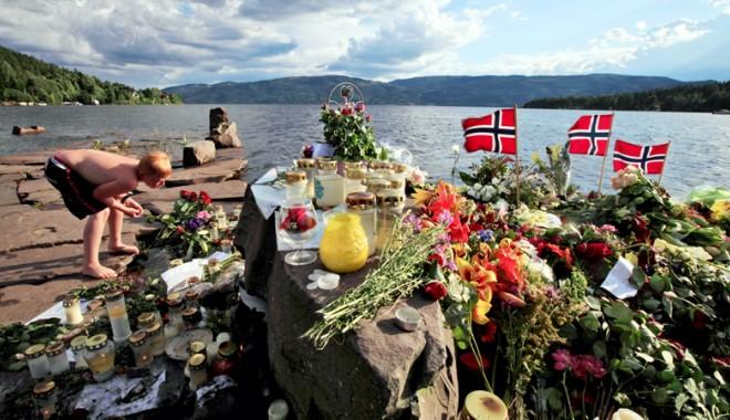 Familiile victimelor ucise de Anders Breivik au vizita insula Utoya - utoya1313073944-1313783122.jpg