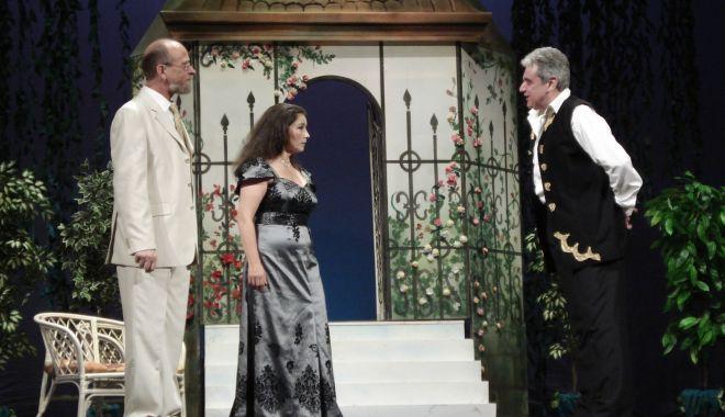 """Văduva veselă"" revine pe scena Teatrului ""Oleg Danovski"" - vaduvasursatnobd-1601576488.jpg"