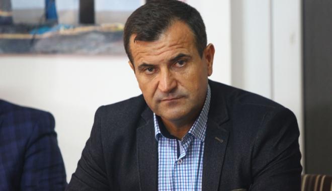 Primarul Vrabie și-a ieșit din minți. Lăsat fără