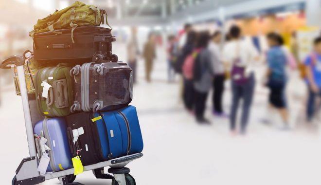 Foto: O femeie oprită pe aeroport avea oasele soțului în bagaje