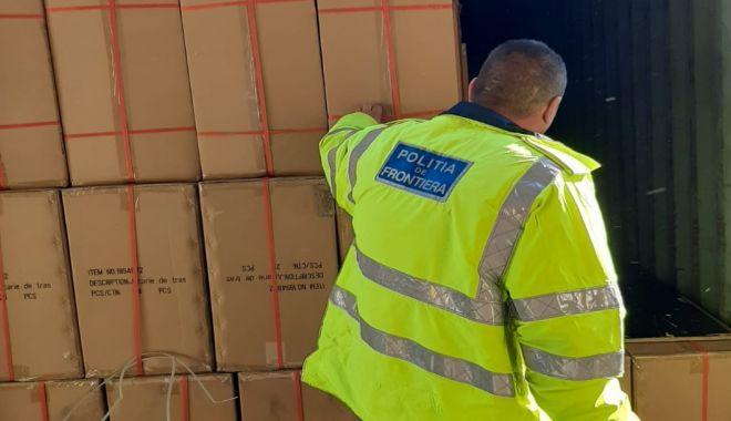 Articole vestimentare susceptibile a fi contrafăcute, confiscate în P.T.F. Vama Veche - vama-1600428209.jpg