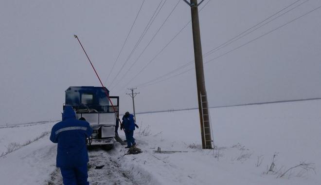 Foto: Cod galben de vânt, la Constanța. Mai multe localități au rămas fără curent electric și apă potabilă