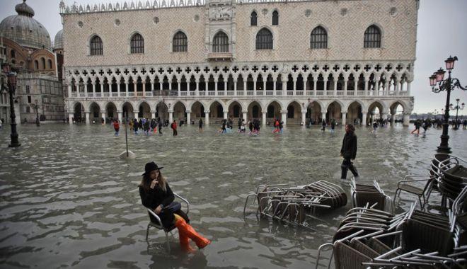Veneția, afectată de o nouă maree înaltă; cea mai gravă săptămână din ultimii 150 de ani - venetia-1574014469.jpg