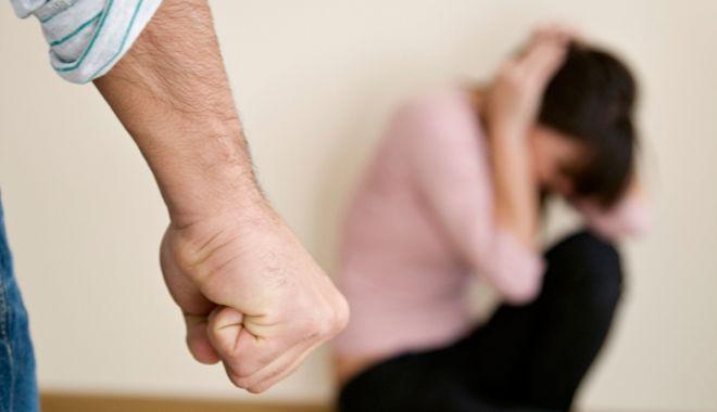 Foto: Obligat de polițiștii din Constanța să stea departe de concubină, după ce a bătut-o