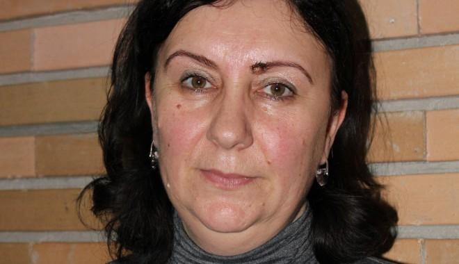 UMC / Conf. univ. Violeta Ciucur, susținută de Cornel Panait - violetaciucur-1329914247.jpg