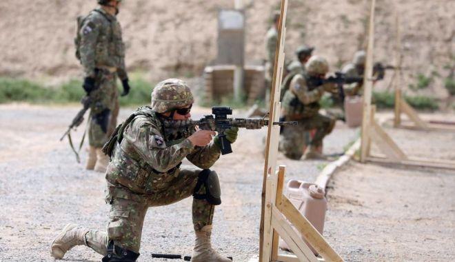 "Foto: ""Viperele Negre"", concurs de tras cu pușca de asalt M4, la Kandahar"