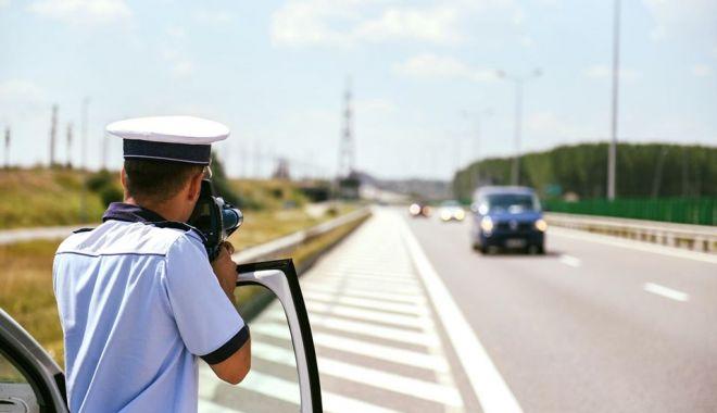 Vitezomanii de pe Autostrada Soarelui, aspru sancționați și lăsați fără permise - vitezaautostrada-1589809281.jpg