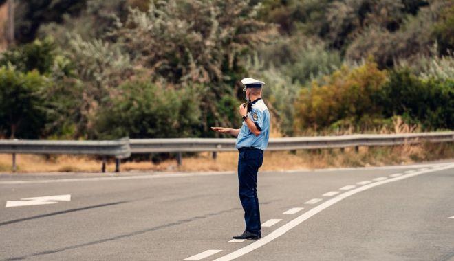 La vânătoare de vitezomani pe autostradă: zeci de șoferi lăsați fără permise! - vitezaautostradasursapolitiaroma-1600110213.jpg