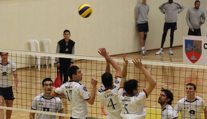 Volei masculin / CVM Tomis, victorie cu 3-1 în meciul cu CSM București - voleicvmtomis20-1329647268.jpg