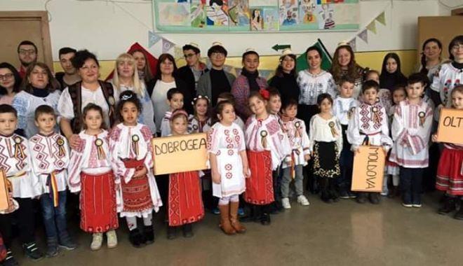 """Foto: Voluntarii străini le-au dat lecții elevilor de la Școala """"Mihail Coiciu"""""""