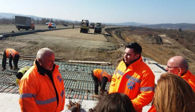 Foto: Vom avea o autostradă cap-coadă când Dumnezeu va conduce Ministerul Transporturilor!