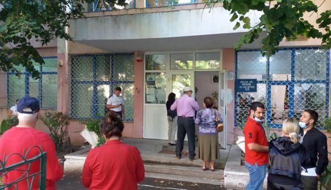 """Cum se votează la Şcoala Gimnazială """"Dimitri Ştiubei"""", secţiile de votare nr. 125 - 129. - vot3-1601188594.jpg"""
