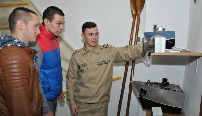 """Foto: Vrei să devii militar? Participă la programul """"O zi în școala militară"""""""