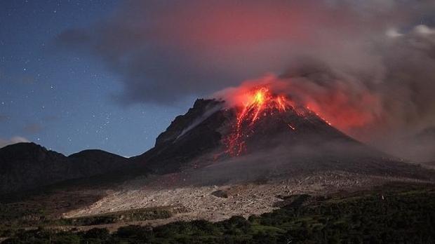 Foto: ALERTĂ NAȚIONALĂ. Un vulcan din România clocotește până la pragul de erupție