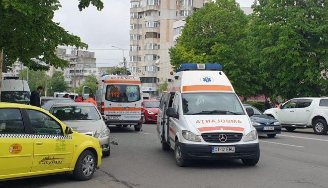 GALERIE FOTO / ACCIDENT RUTIER între o AMBULANȚĂ și un TAXI, în cartierul TOMIS III - whatsappimage20210513at005418-1620896188.jpg