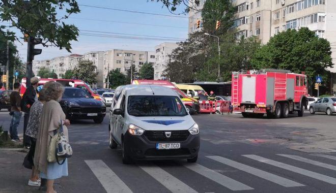 GALERIE FOTO / Accident grav pe bulevardul Tomis. O mașină a intrat într-o groapă cu lucrări - whatsappimage20210516at225311-1621231985.jpg