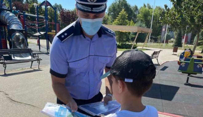 """Polițiștii constănțeni au fost în vizită la Școala nr. 7 """"Remus Opreanu"""" - xpreventiv-1631620675.jpg"""