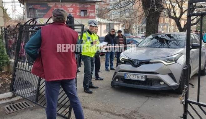 Foto: O mașină a intrat într-un grup de persoane, CHIAR ÎN FAȚA ȘCOLII! Planul roșu de intervenție, activat