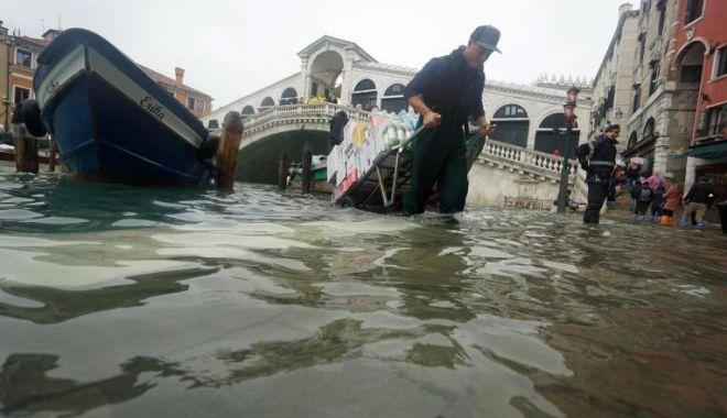 Cea mai înaltă maree din ultimii 50 de ani a devastat Veneția - yxnoptzknjuzzji2n2y3mzriywu5oduz-1573632865.jpg