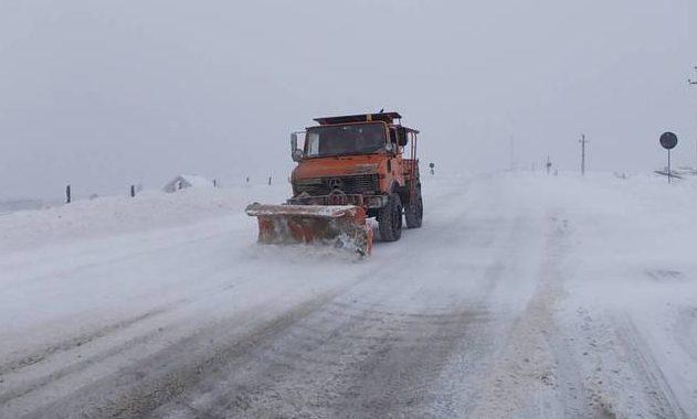 Consiliul Judeţean Constanţa. Situaţia drumurilor curăţate de nămeţi - zapada-1611835124.jpg
