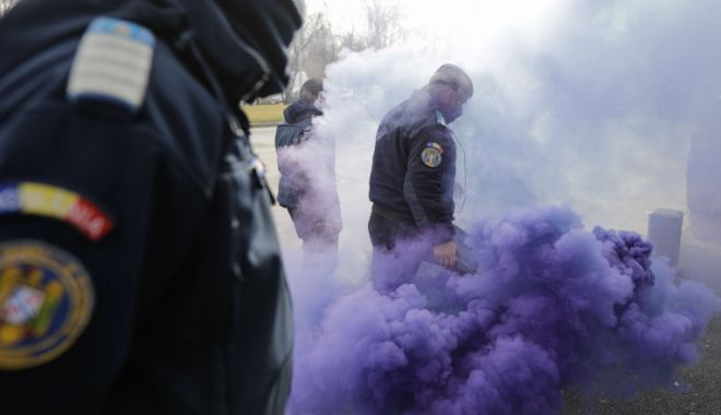 Jandarmeria a amendat polițiștii care au dat fumigene în timpul protestelor - zdq3ntqzmmiymtkwzdq4zja2yweyn2yw-1614195164.jpg