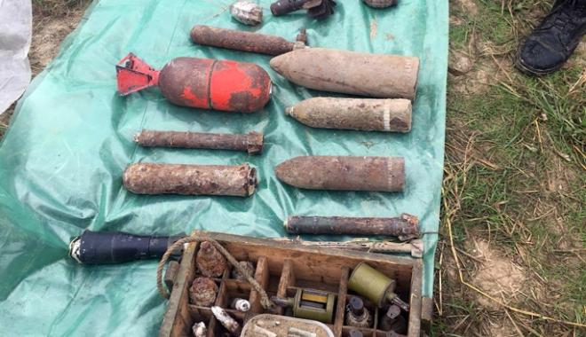 Zeci de elemente de muniție  descoperite la Constanța,  distruse de pirotehniști - zecide-1509289893.jpg